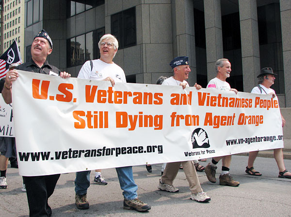 http://www.vietnamfriendship.org/wordpress/wp-content/uploads/2010/09/agent_orange_protest.jpg