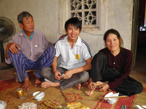 Hay Ngo with his father and mother.